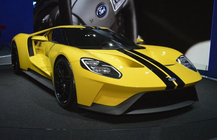 2017-ford-gt-yellow-live